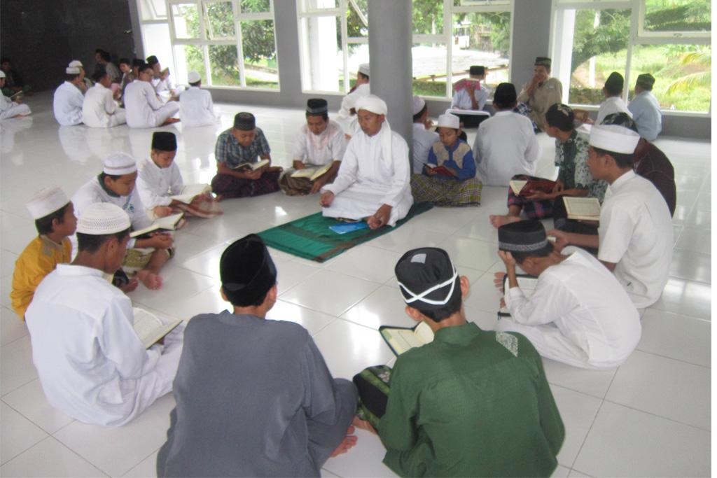 Kegiatan Halaqoh Putra di Masjid