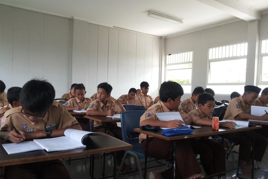 Kegiatan Belajar di Kelas Putra