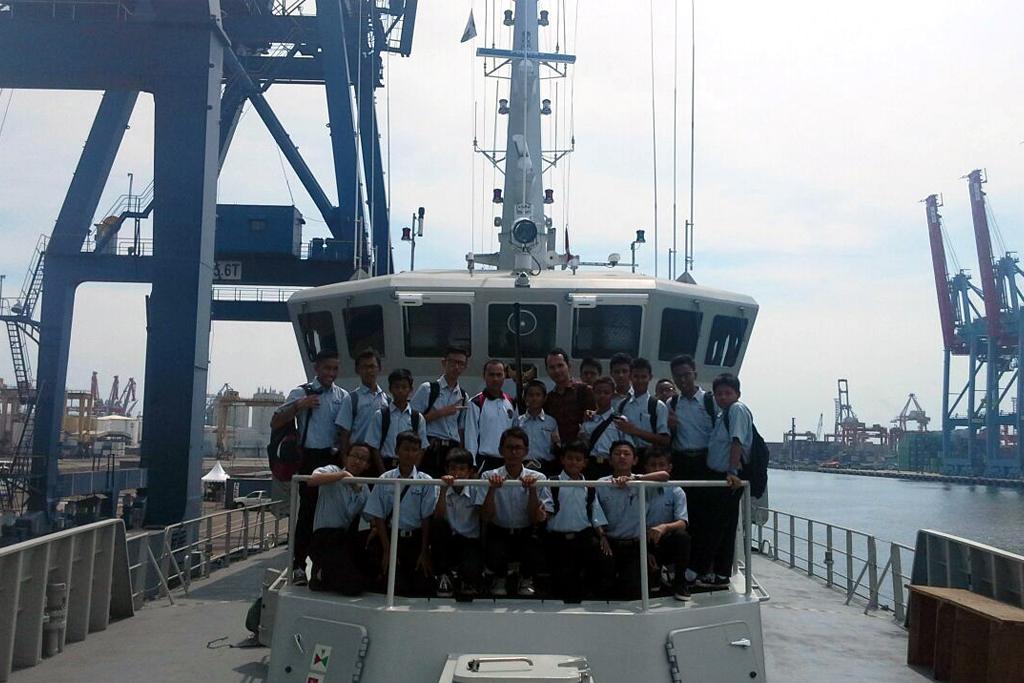Kunjungan Ke Kapal Perang Induk Perancis
