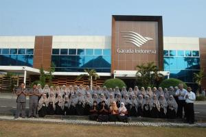 Kunjungan Santriwati ke GMF AeroAsia & GITC