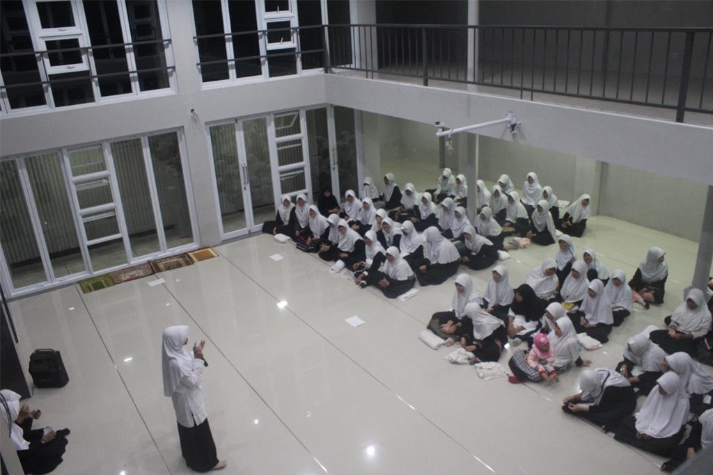 Muhadoroh Putri di Masjid